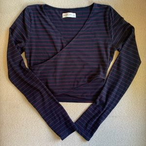 Abercrombie & Fitch - Long Sleeve Wrap Crop Top